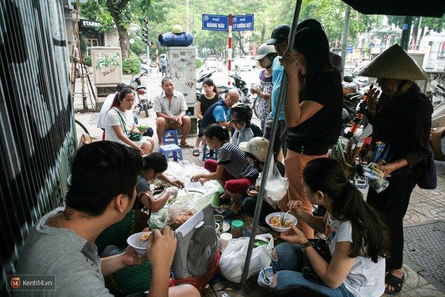 Đi ăn xôi ở 3 hàng vỉa hè vào ngày Hà Nội mát trời