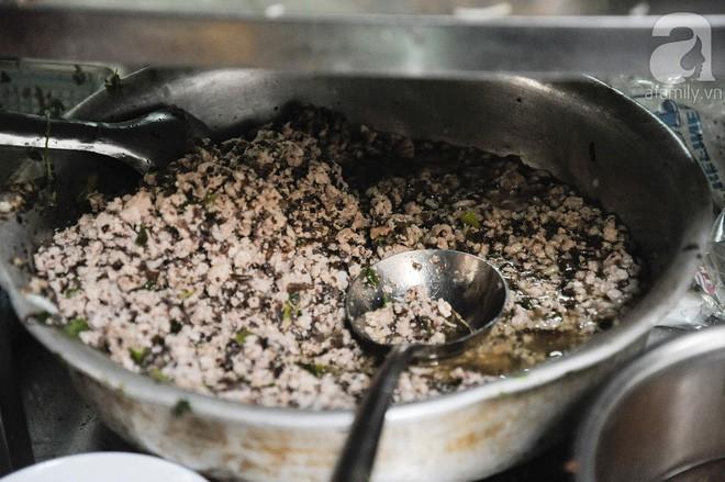4 quán bánh đúc nóng nhắc đến tên đã thấy ngon ở Hà Nội, nhân lúc trời lạnh bạn nên thử ngay