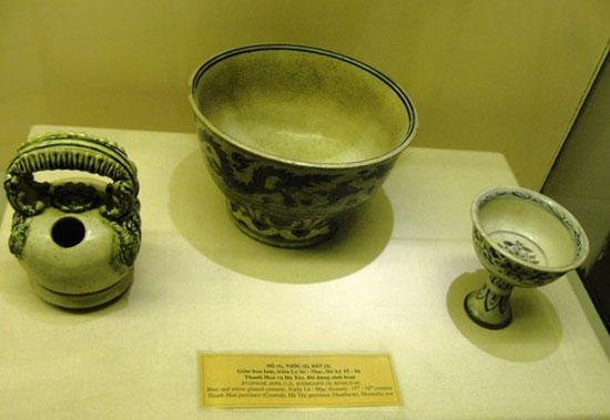 Đồ gốm ngự dụng thời Lê