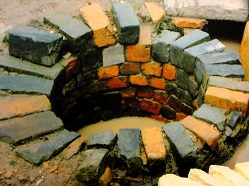 Giếng nước cổ trong Hoàng thành