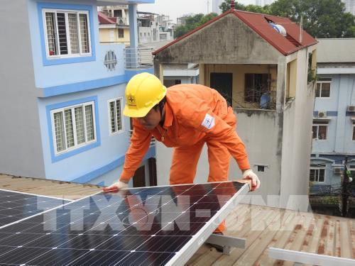 Hà Nội lắp đặt miễn phí điện cho gia đình chính sách, người nghèo