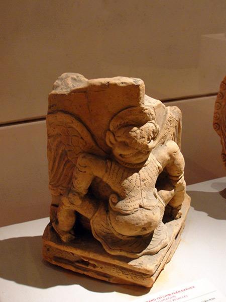 Nét giao thoa Việt - Chăm - Ấn trong các di vật Thăng Long