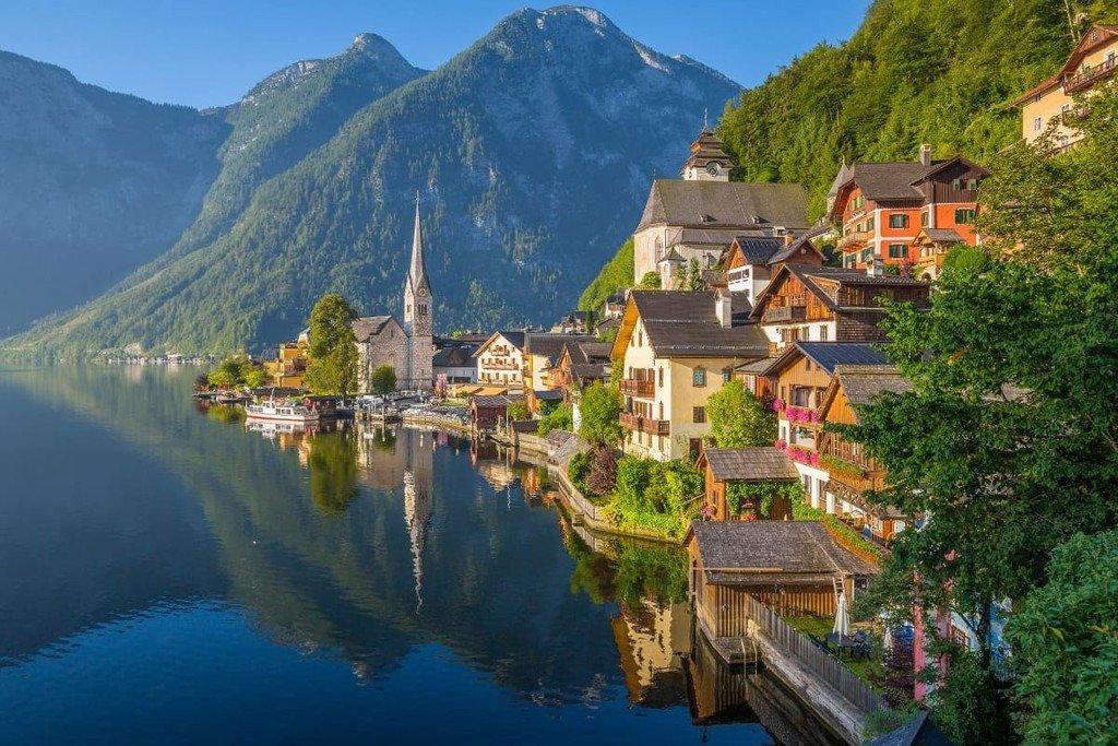 Hallstatt (Áo) là một ngôi làng nhỏ với dân số vỏn vẹn 800 nhưng đón tới hơn 1 triệu lượt khách/năm.