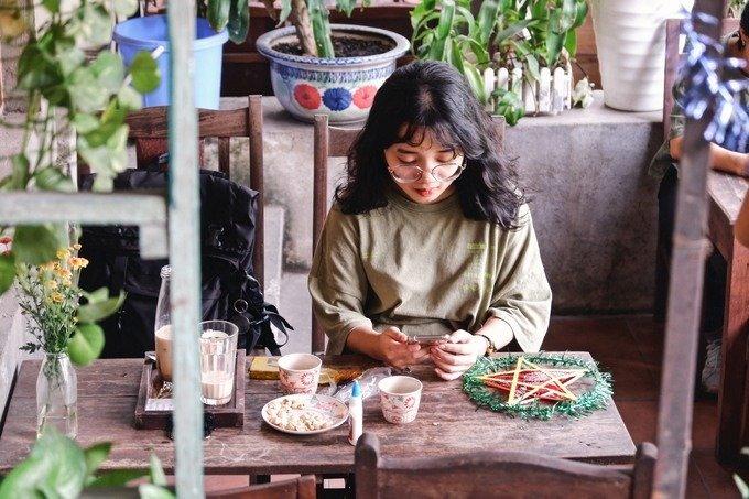 Phương Nhi, khách lần đầu đến quán cà phê chia sẻ: